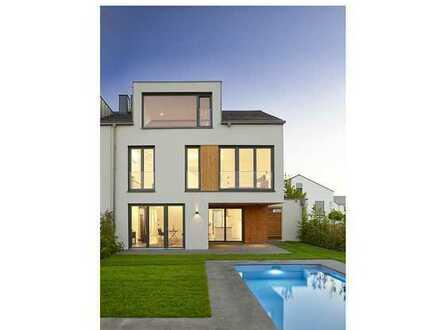 +++Exklusive Neubau-Doppelhaushälfte mit beheizbarem Außenpool, Sauna und Kamin am Golfplatz+++
