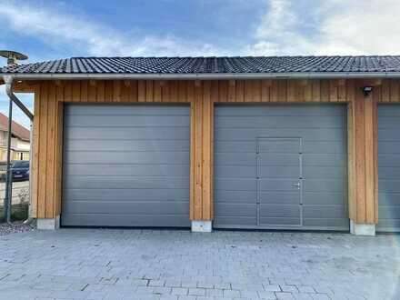Neue Doppelgarage mit 39 m² und Fenster