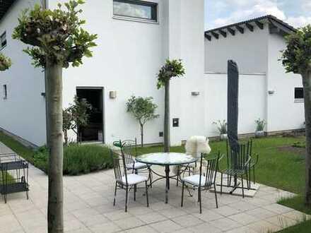 Duisburg-Huckingen: Einmalige Villa in Neubauqualität in erstklassiger Lage!