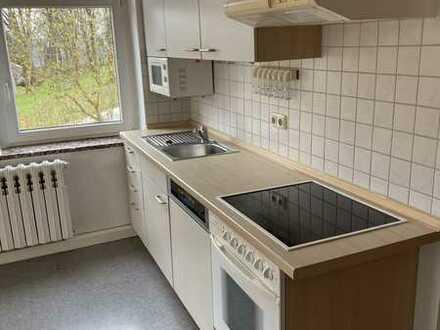 Gepflegte Wohnung mit zwei Zimmern sowie Balkon und Einbauküche in Schönheide