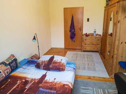Helles möbliertes Zimmer in 2er WG mit Innenhof (Nachmieter gesucht)