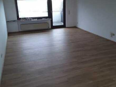 Modernisierte 2,5-Zimmer-Wohnung mit Balkon und EBK in Dortmund