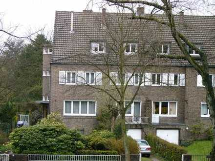 Traumlage, sehr schöne 4-Zimmer-Wohnung in Thielenbruch.