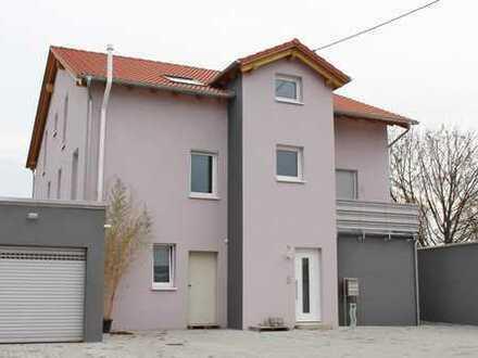 Minfeld: Neubau DG Wohnung mit Balkon und Garage