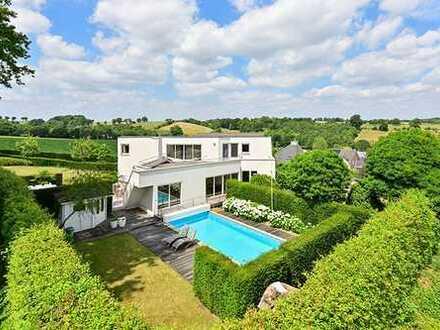 Landhausvilla mit Schwimmbad, 10 km von Aachen entfernt.