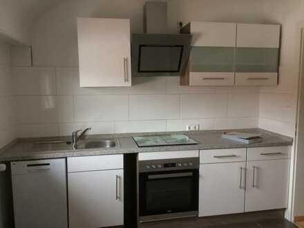 Vollständig renovierte DG-Wohnung mit zwei Zimmern und Einbauküche in Kaiserslautern