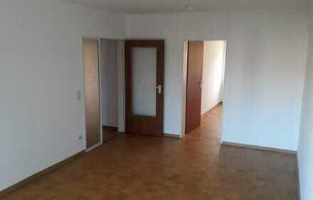 Schöne, sehr helle und gut geschnittene 3,5 Raum-Wohnung mit Balkon