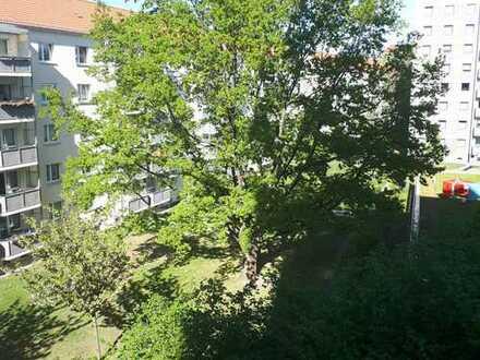 !Top Lage: 2,5 Zi. mit großem Balkon im Zentrum!