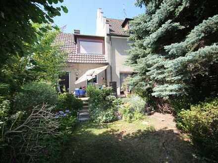 Stattliches Haus mit schönem Garten...