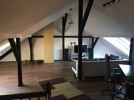 Sanierte 4-Zimmer-Maisonette-Wohnung mit Balkon und EBK in Pieschen
