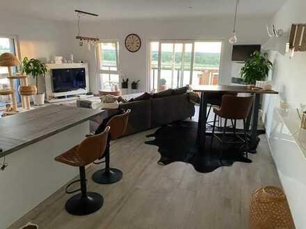 Exklusive, geräumige und neuwertige 2-Zimmer-Penthouse-Wohnung mit umlaufendenBalkon in Kleinostheim