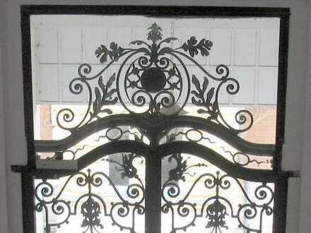 Große unsanierte leerstehende Villa (Denkmal), für Gewerbe und/oder Wohnen geeignet in L.-Süd!