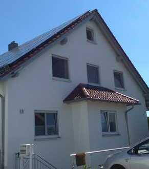 Gepflegte DG-Wohnung mit viereinhalb Zimmern und Balkon in Achstetten