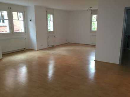 Geräumige 4-Zimmer Wohnung in Sindelfingen, ruhig und zentral!