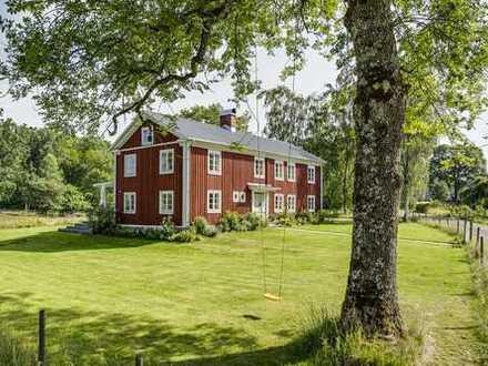 Hof mit traumhafter Lage in Småland