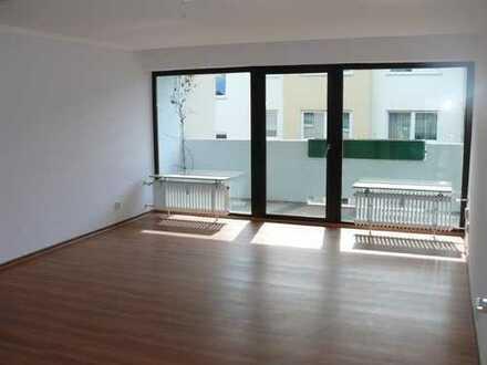 Große 2-Zimmerwohnung im Zentrum von Frankfurt-Oberrad, nahe Buchrainplatz