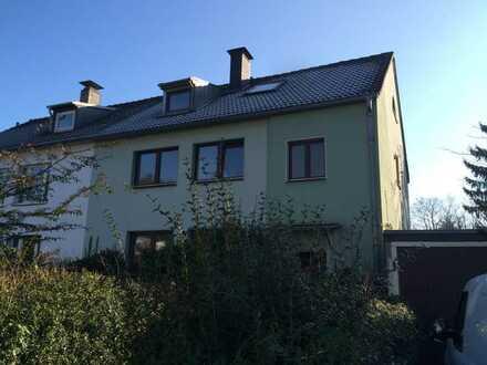 Vollständig renovierte 8-Zimmer-Wohnung mit Balkon und 2 x Einbauküche in Aachen