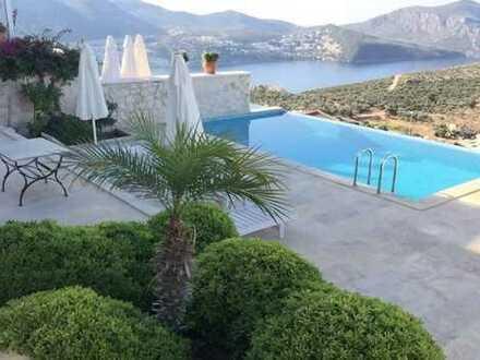 Luxus Villa in Top Lage und fantastischem Meerblick von allen Etagen