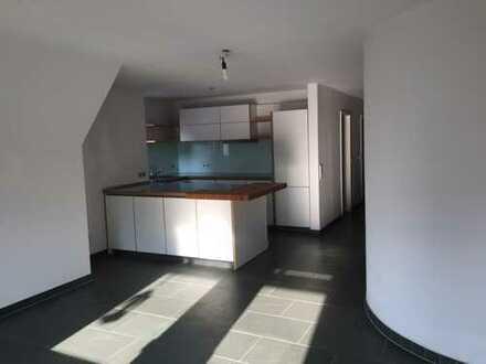 Neuwertige 3,5-Zimmer-Maisonette-Wohnung mit Balkon und EBK in bester City-Lage