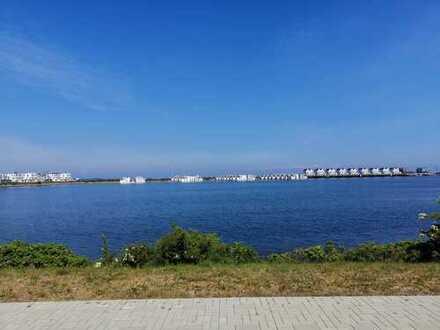 Gewerbefläche Nr. 52 im Erdgeschoss direkt an der Hafenpromenade mit Blick auf den Hafen.