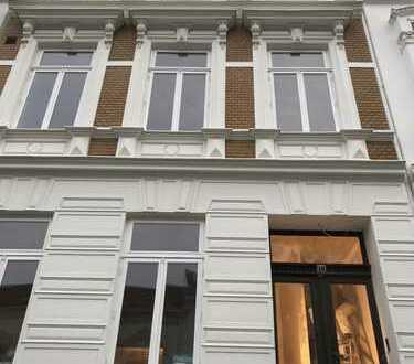 Erstbezug nach Sanierung mit EBK und Balkon: 4-Zimmer-Wohnung