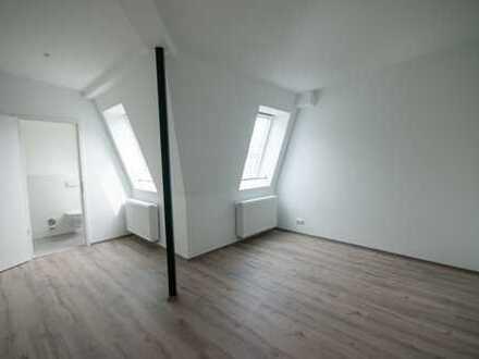 *KREUZKÖLLN* Newly built PENTHOUSE Studio on Kottbusser Damm Incl. new Kitchen, no elevator