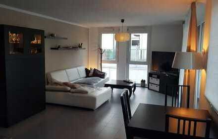 Neuwertige 3 Zi. EG Wohnung mit Balkon, EBK, Garten, Fussbodenheizung in zentraler Lage
