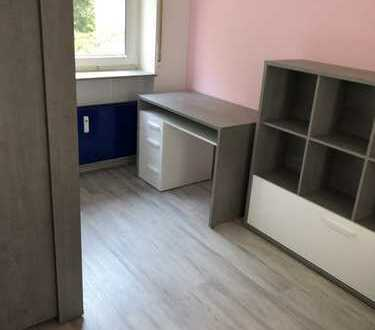 Vollständig renovierte 4-Zimmer-Wohnung(ATRIUM-BUNGALOW) und EBK in direkte RHEINNÄHE von Neuss
