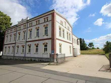 380 m² Nfl. zum Wohnen und Arbeiten in ruhiger Lage von Braunichswalde mit 20 Stpl. und 3 Garagen