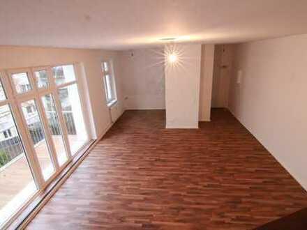 Super schöne und helle Maisonette-Wohnung mit großem Balkon auf 3 Etagen