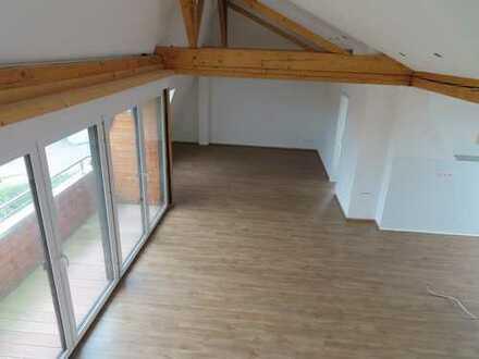 Erstbezug nach Sanierung mit Balkon: attraktive 3-Zimmer-DG-Wohnung in Laatzen