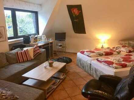 Mobiliertes, helles, freundliches Zimmer in Villa