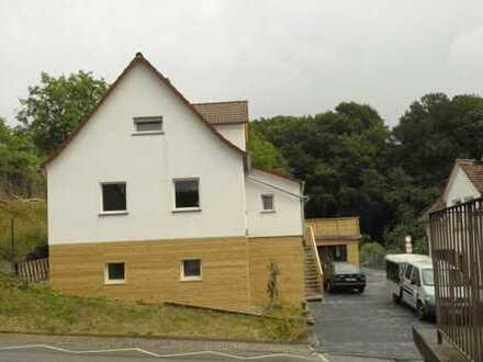 Zwei Häuser auf großzügigem Grundstück mit viel Stellfläche Carport und Garage