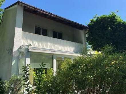 Charmante Doppelhaushälfte in malerischem Traumgrundstück und absoluter Bestlage Solln