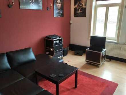 12 qm Zimmer in DG Wohnung zur Zwischenmiete