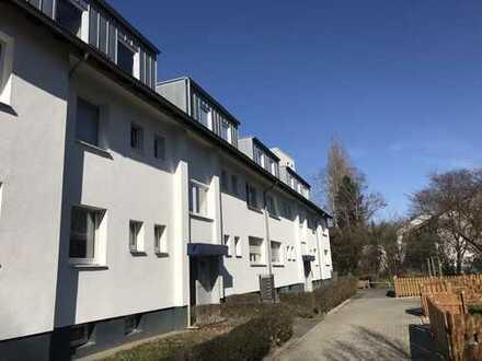 Schön geschnittene drei - Zimmer Wohnung zzgl. Garage in Düsseldorf Holthausen