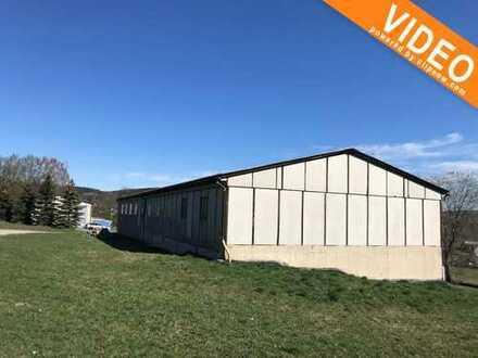 Zwei Lagerhallen mit großen Grundstück