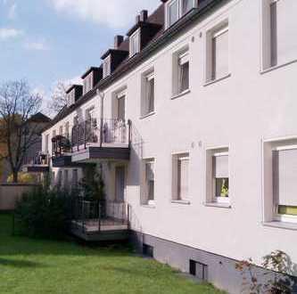 Dachgeschoss-Wohnung im Grünen mit Badewanne, 2 Schlafzimmer und 1 Wohnzimmer