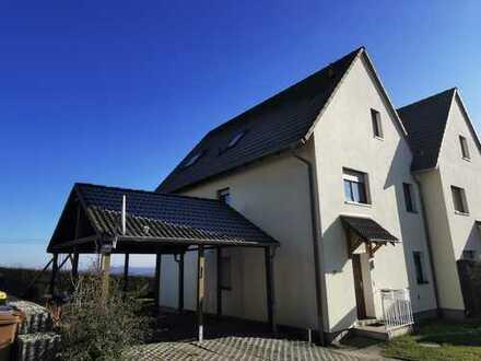 Sehr schöne Doppelhaushälfte mit unverbautem Blick zur Augustusburg.