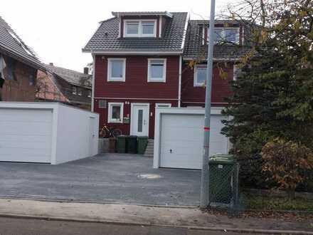 Neuwertige Doppelhaushälfte mit fünf Zimmern /Garage in Engelsbrand