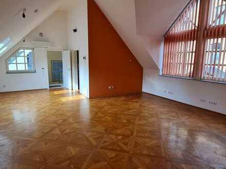 Sanierte Wohnung mit vier Zimmern sowie Balkon und Einbauküche in Groß-Bieberau