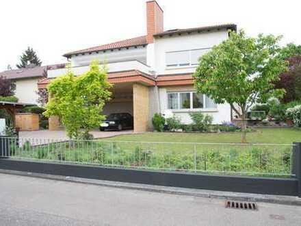 Sehr geräumige 3-4ZKB-Wohnung in sehr guter Lage - mit Terrasse