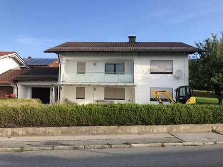 Erstbezug nach Sanierung mit Balkon: preiswerte 3-Zimmer-EG-Wohnung in Wurmannsquick
