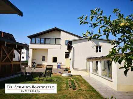 Nähe Limburg - Großzügiges Einfamilienhaus mit Einliegerwohnung, Doppelcarport, Garagenhaus uvm!