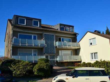 Helle 3-Zimmer-Dachgeschosswohnung mit Loggia und Weitblick ins Grüne