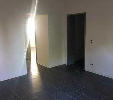 Frisch Renoviert! Zentral gelegene Wohnung im Erdgeschoss, mit offener Küche und neuem Bad!