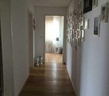 Schöne, helle und geräumige 4 1/2-Zimmer Wohnung,Parkett,Kaminofen,begehbarer Kleiderschrank, Warm