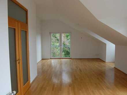 Außergewöhnliche 4-Zimmer-Penthouse-Wohnung mit EBK und Balkon, in Würzburg, Nähe Uni-Klinik