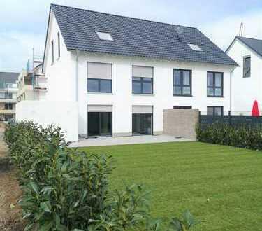 Neubau! Moderne Doppelhaushälfte mit Einbauküche, Garten und Garage in Brühl