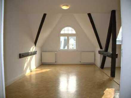 Herrliche 4-Zimmer-Altbauwohnung in der Bonner Südstadt! DG. Offene Küche. Parkett. Wohlfühlbad. EBK